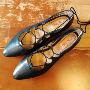 NEW Me Too 8.5 leather black lace up pointed flats